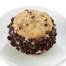 Chocolate Chip Cheesck Sandwich 590 Cal/Cheesecake