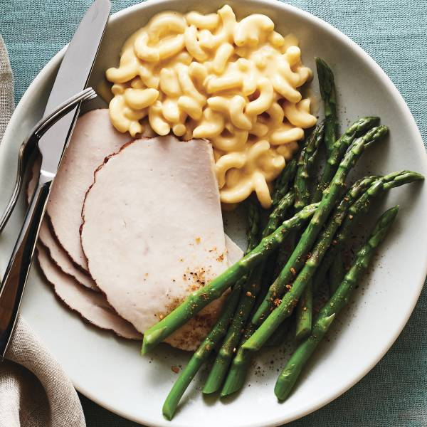 Smoked Turkey Breast with Macaroni & Cheese and Asparagus